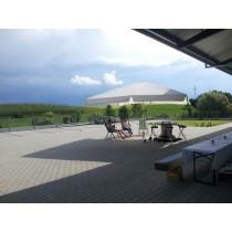 Sonnenschirm Jumbo  5 x 5 m mit Volant, Stoff Weiß, mit Betonständer