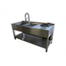 Doppelspülbecken mit Ablagefläche 1500 x 700 mit Durchlauferhitzer und Pendelbrause 32 A CEE